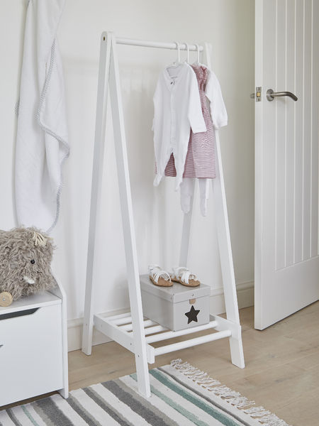 white wooden clothes rail wooden clothes rail clothes rack. Black Bedroom Furniture Sets. Home Design Ideas