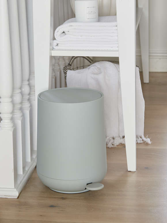 Soft Closing Mint Pedal Bin