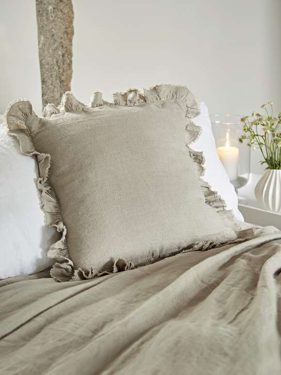 LINEN RUFFLE CUSHION - NATURAL