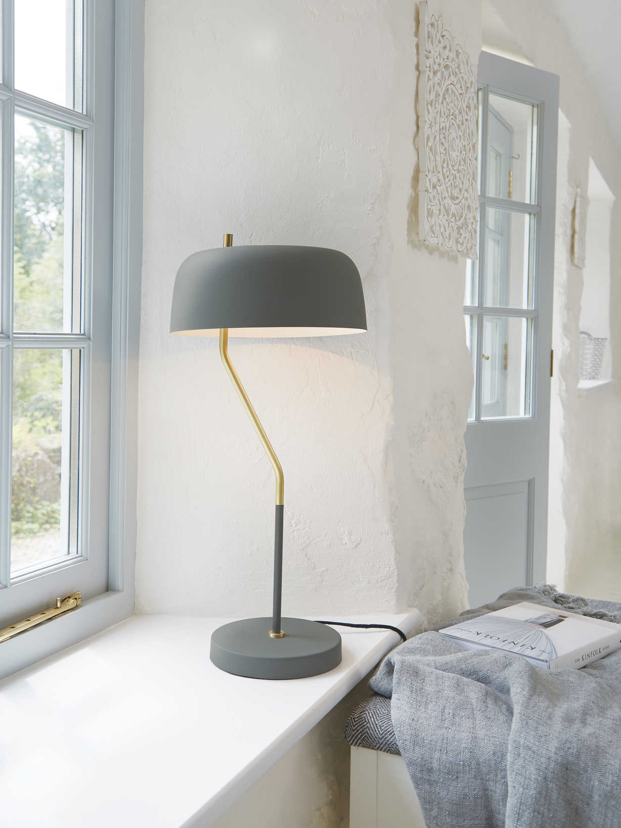 Nordic House Curved Table Lamp