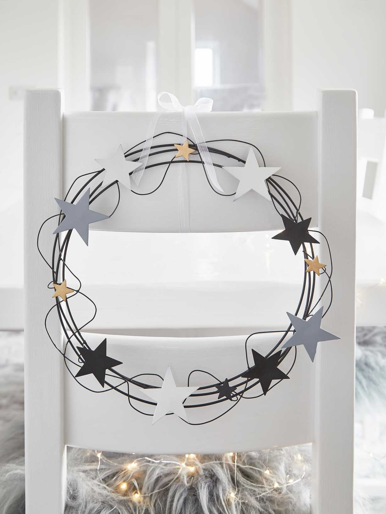 Nordic House Metal Wreath with Stars