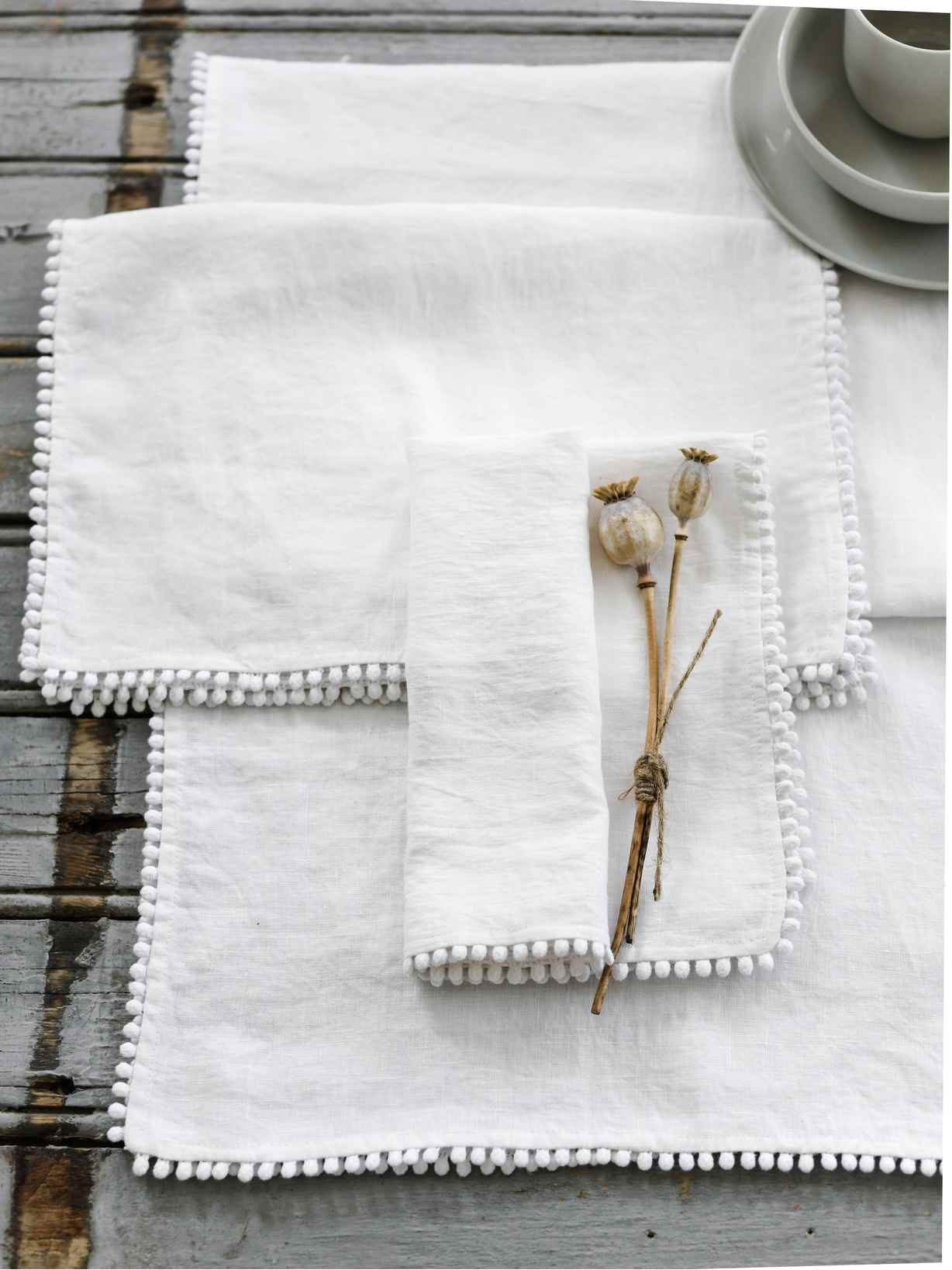 Nordic House White Pom Pom Table Linen