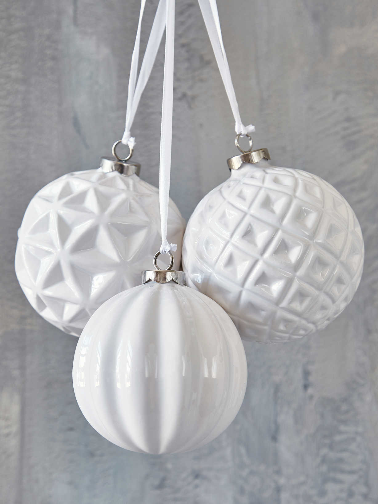 Nordic House Chic White Bauble Set