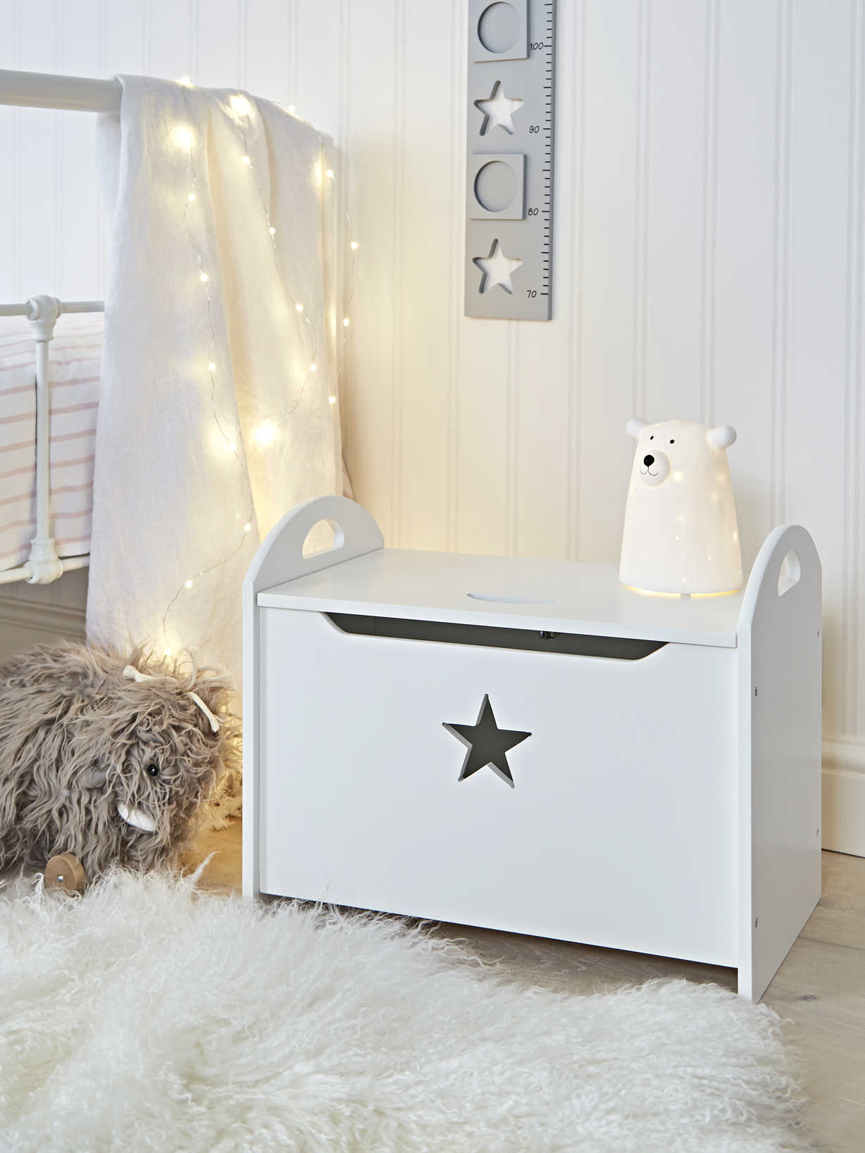 Nordic House Star Toy Chest - White