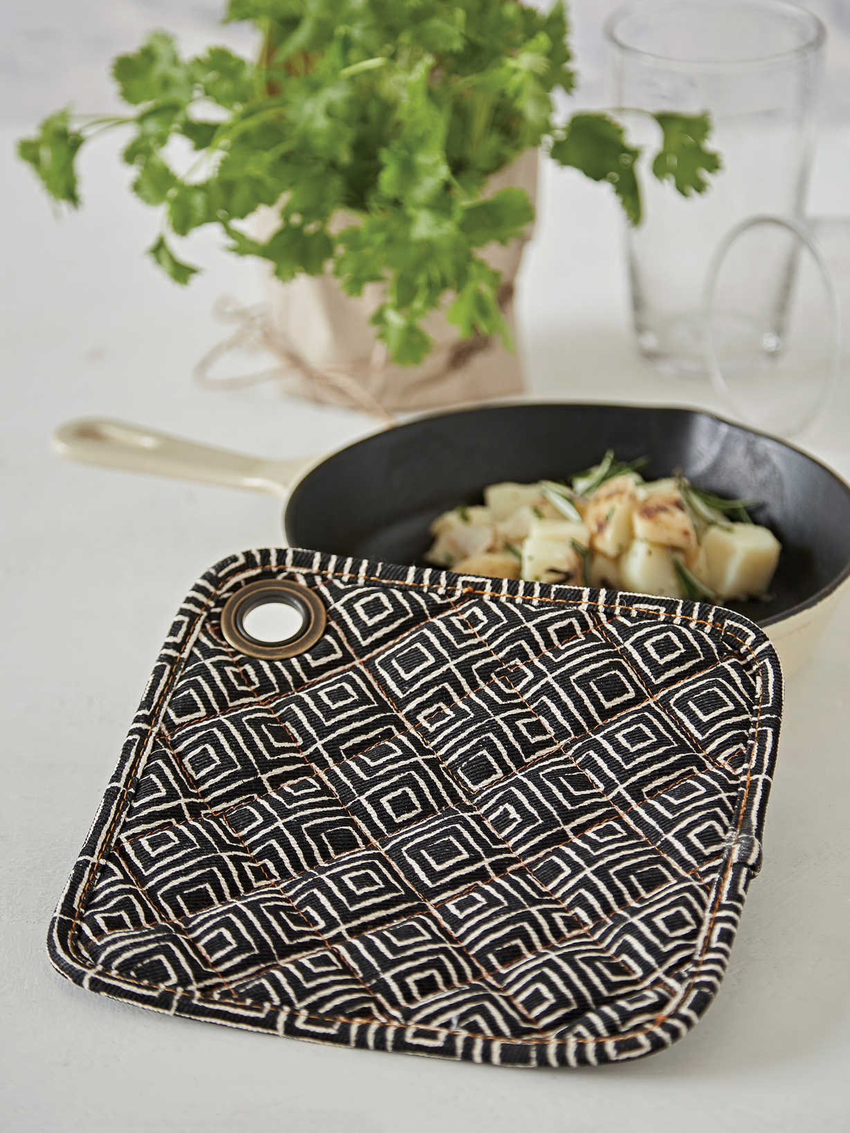 Nordic House Graphic Pot Holder - Ebony