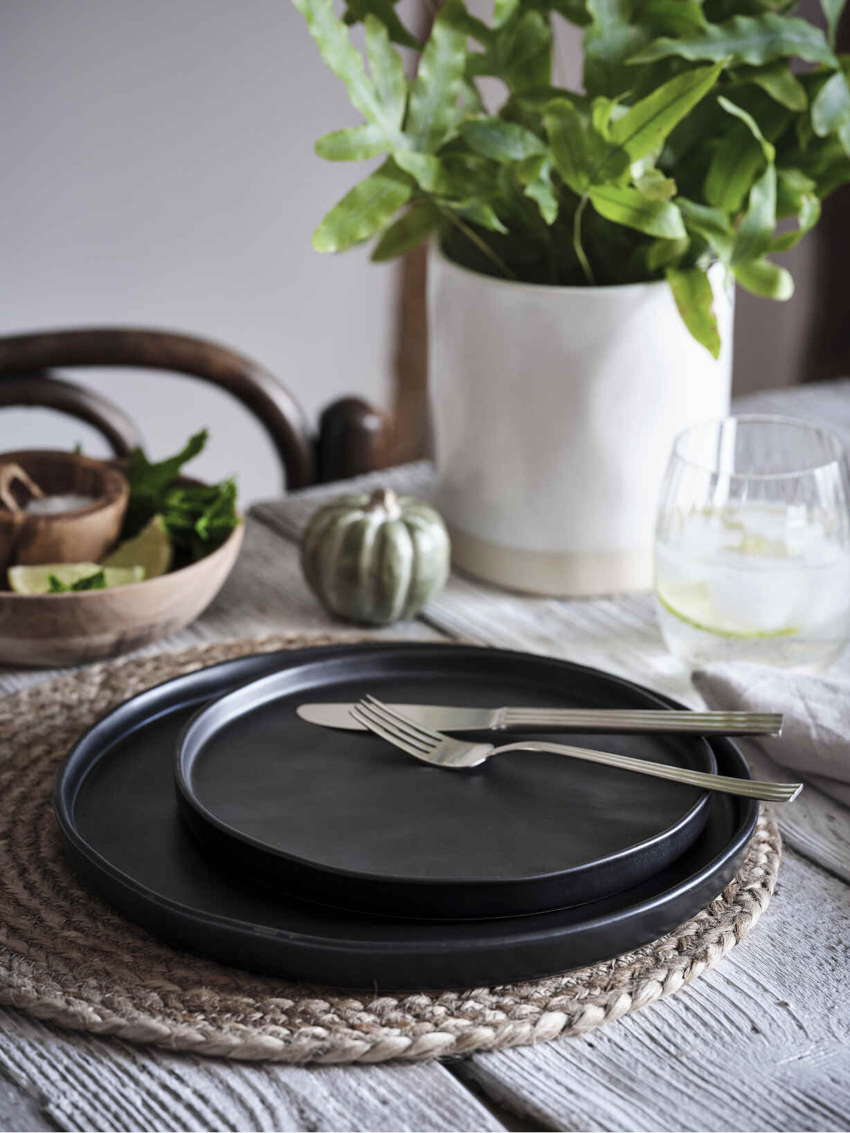 Nordic House Deep Black Plates