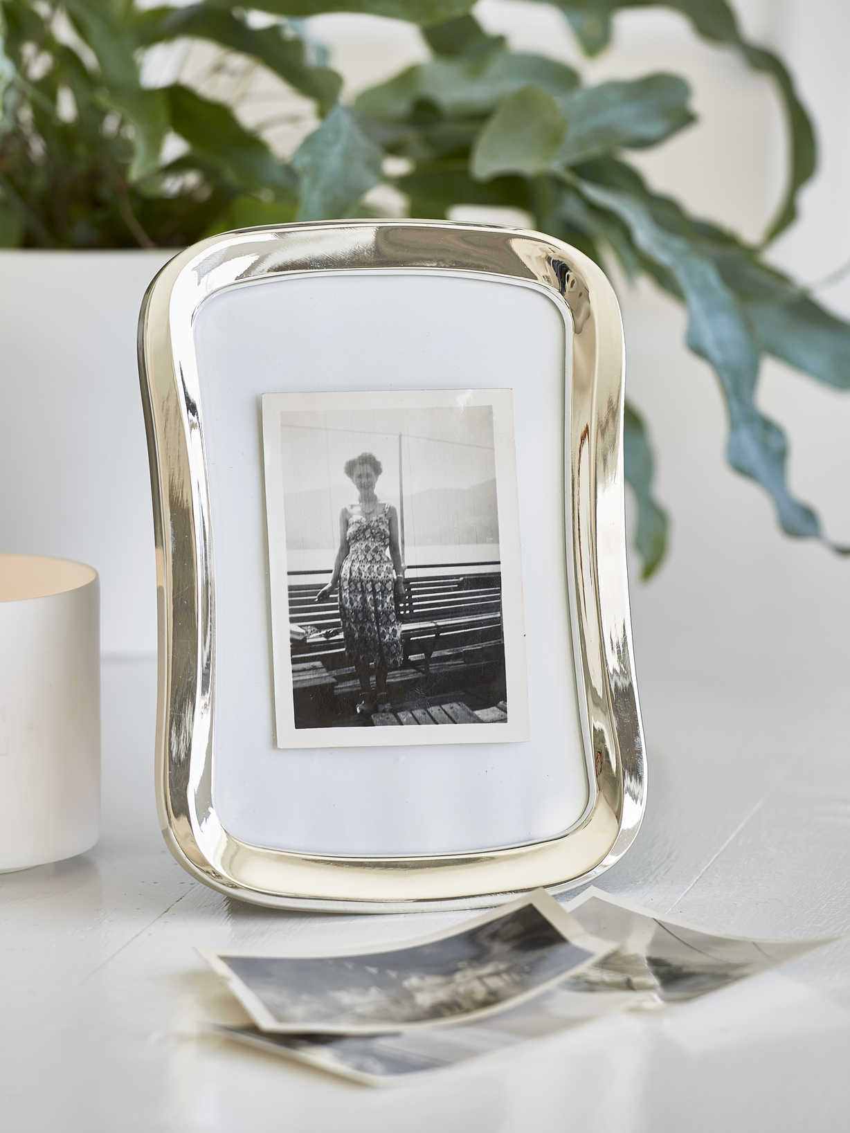 Nordic House Curved Picture Frame