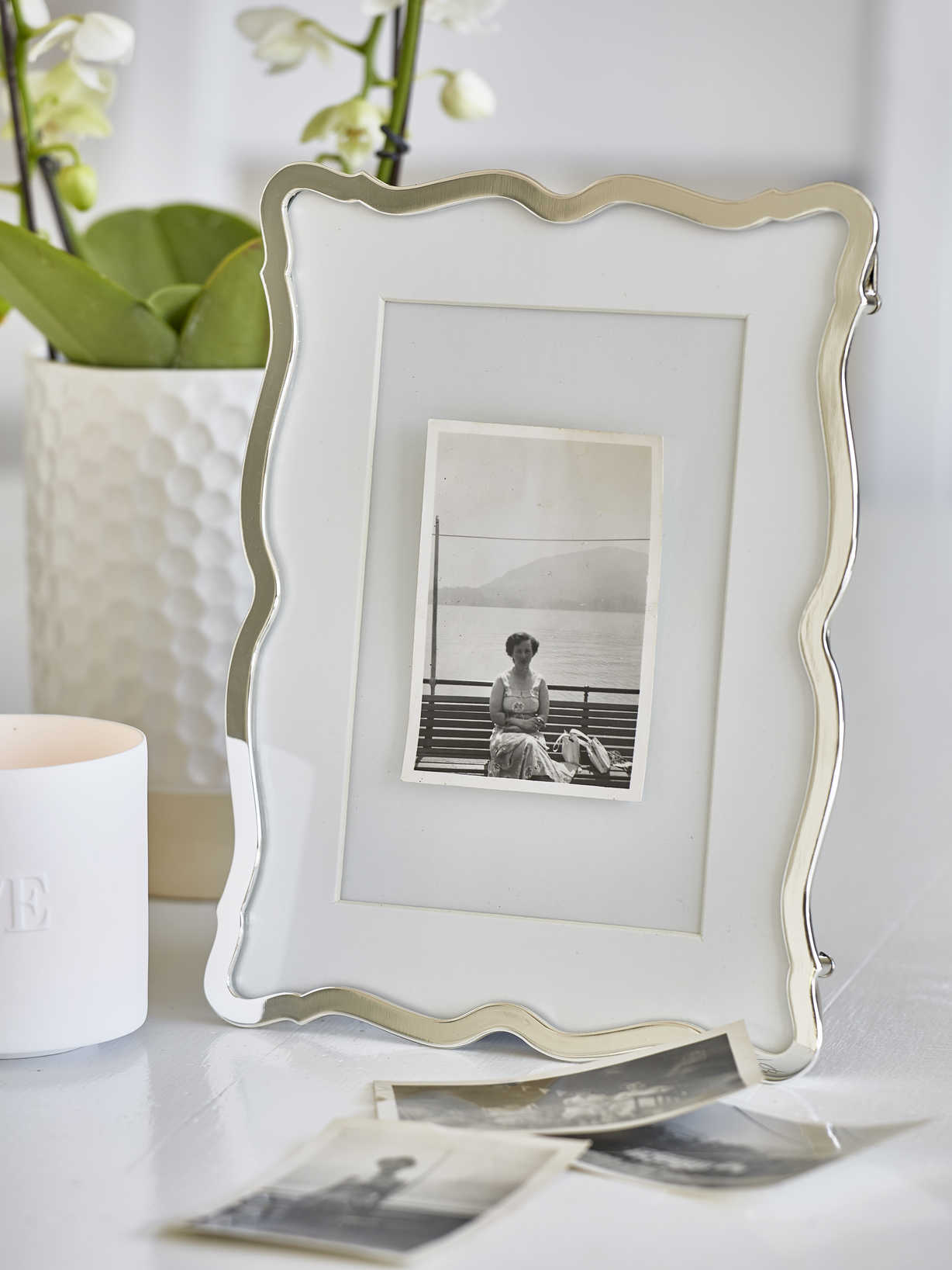 Nordic House Elegantly Shaped Picture Frame