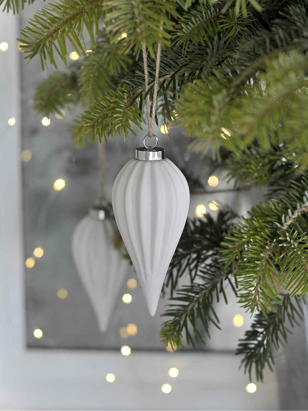 Nordic House Elegant White Porcelain Bauble