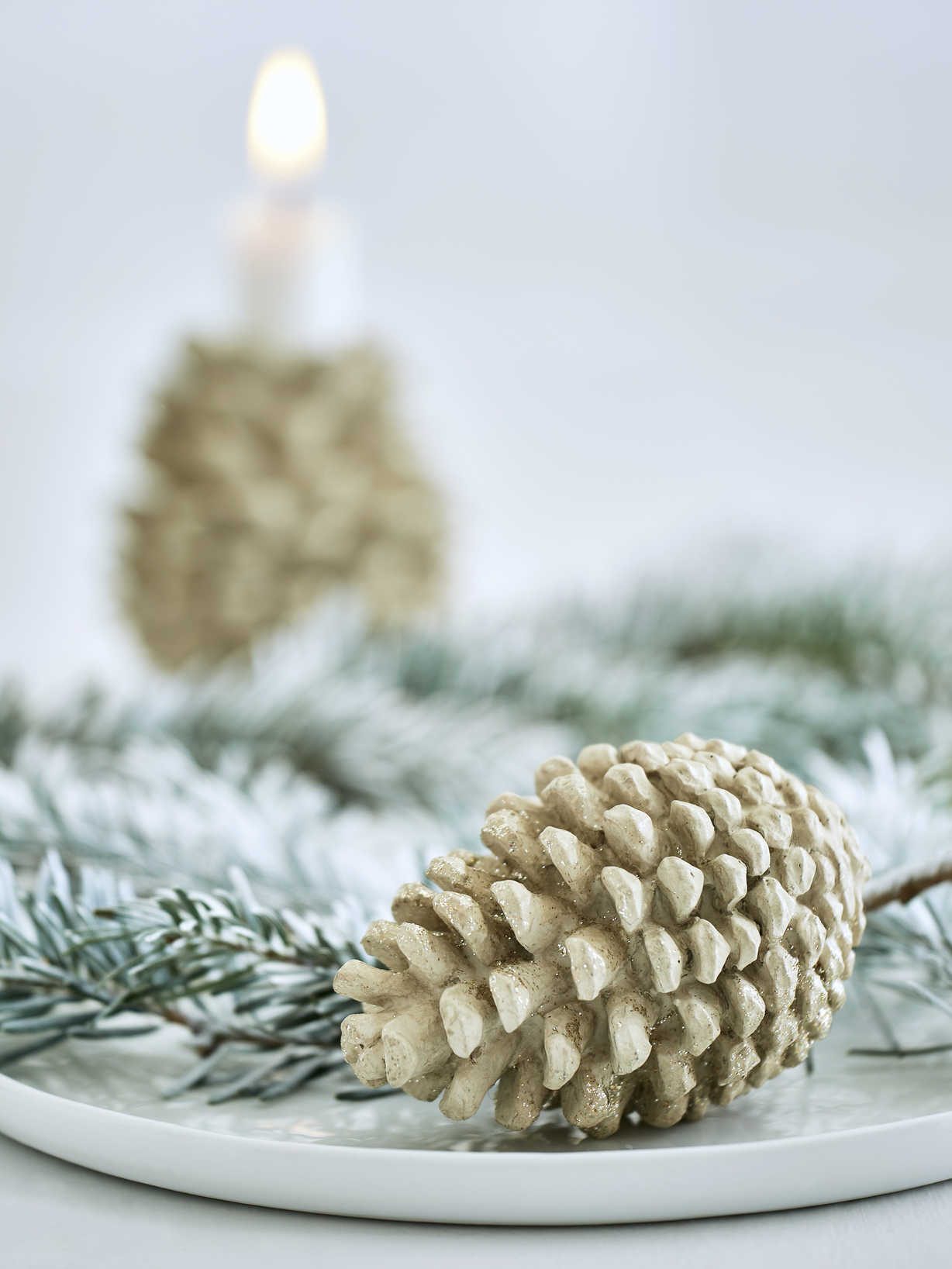 Nordic House Antique Gold Pine Cone