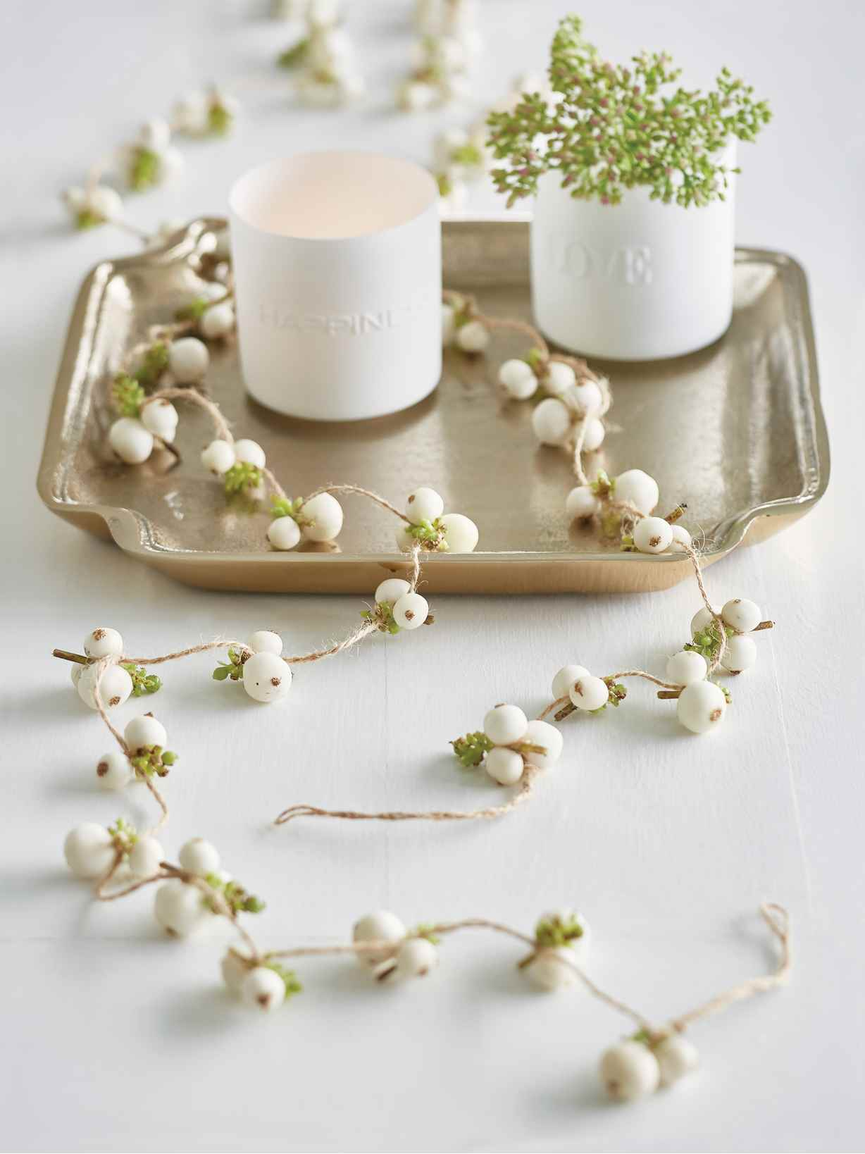Nordic House Faux Snowberry Garland