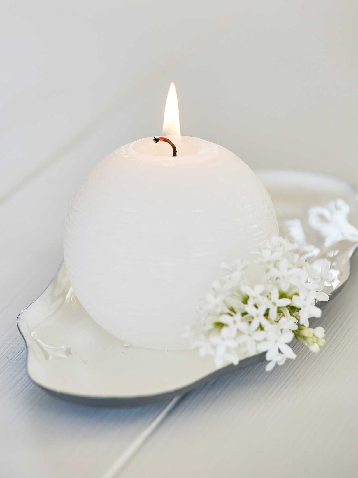Nordic House White Ball Candle