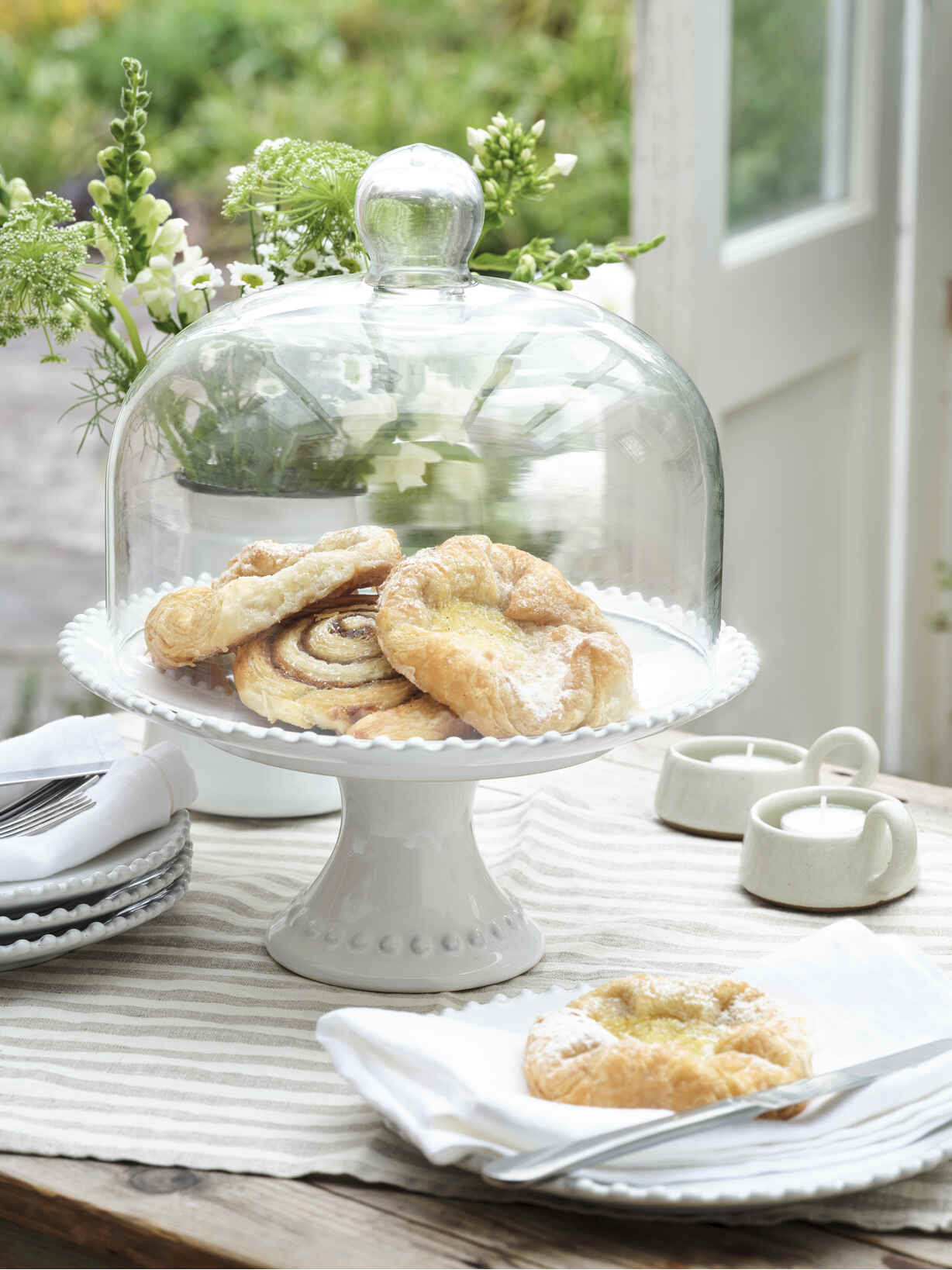 Nordic House Parla Cake Stand and Dome