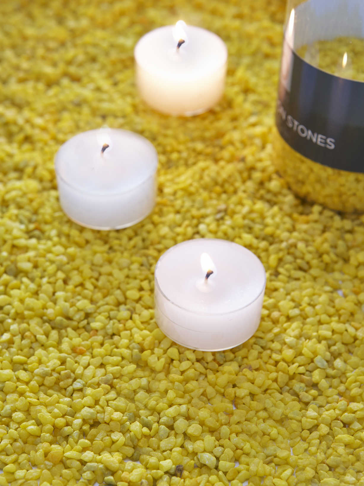 Nordic House Summer Yellow Candle Gravel