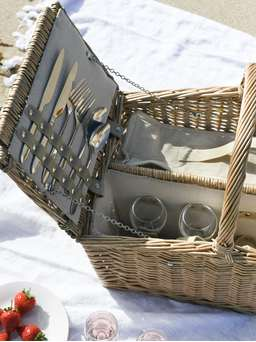 Nordic House Willow Picnic Hamper