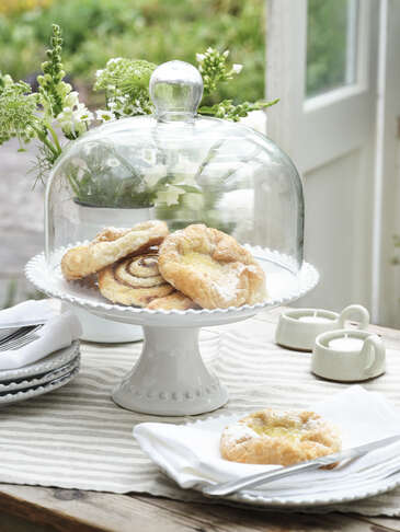 Parla Cake Stand and Dome